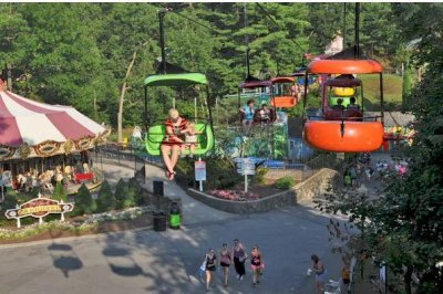 Teen girl falls 25 feet from amusement park ride in upstate N.Y.