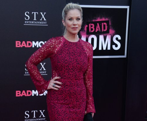 Christina Applegate has ovaries, fallopian tubes removed