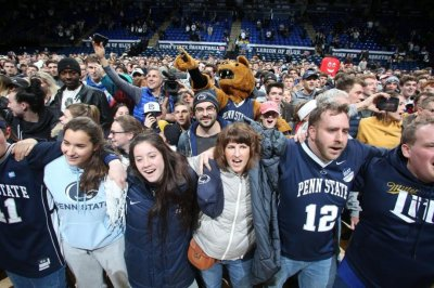 Penn State students storm court after upset win over No. 6 Michigan