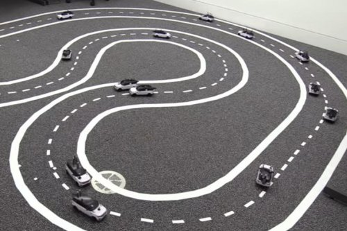 Robots suggest synchronized driverless cars may improve traffic flow