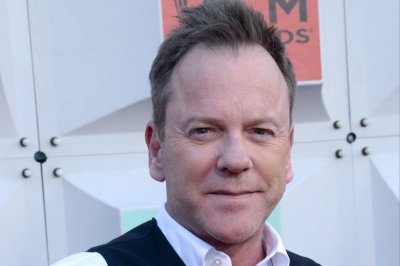 Kiefer Sutherland hunts suspected bomber in 'Fugitive' trailer