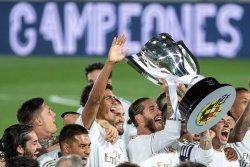 Karim Benzema scores twice, helps Real Madrid win La Liga