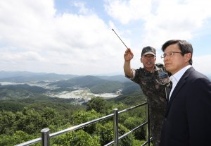 South Korean opposition politician meets with U.S. North Korea rights activist