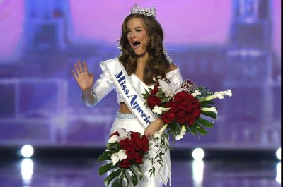 Miss Georgia Betty Cantrell crowned Miss America 2016 in Atlantic City