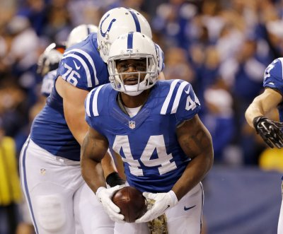 Colts place RB Ahmad Bradshaw on IR, sign Zurlon Tipton