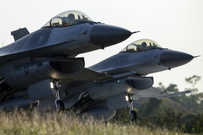 U.S., Chinese aircraft fly in Taiwan's air zone