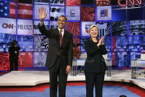 Obama camp criticizes Clinton for photo