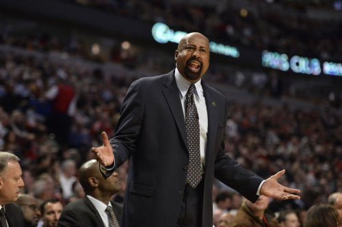 Knicks pick up option Coach Mike Woodson's contract
