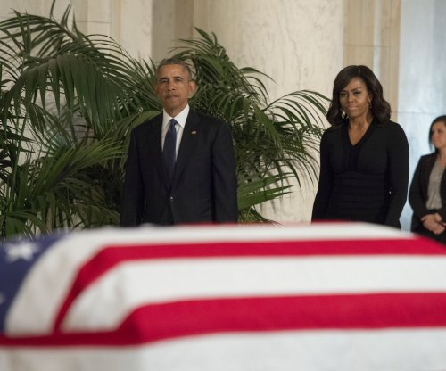 Obama, first lady join throng of mourners at viewing for Supreme Court Justice Antonin Scalia