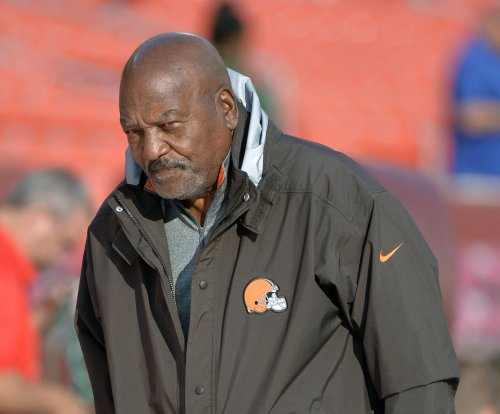 Cleveland Browns: Legend Jim Brown to play larger role under Hue Jackson
