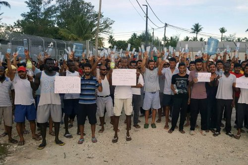 Papua New Guinea police enter Manus island detention center