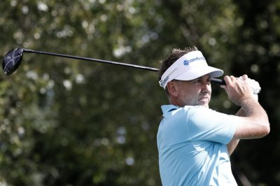Ian Poulter, Mark Hubbard tied for Round 1 lead at RBC Heritage