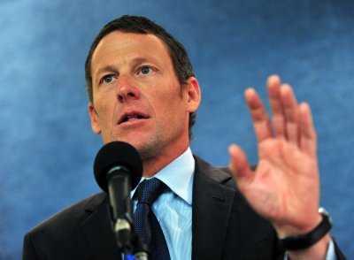 Disgraced cyclist Lance Armstrong says sorry to Livestrong