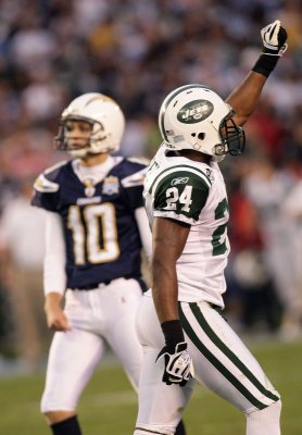 Jets, holdout CB Revis not close to deal