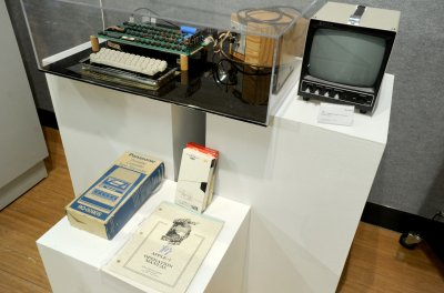 Photos: Jobs and Wozniak's 1976 Apple 1 motherboard sold at auction for $905,000