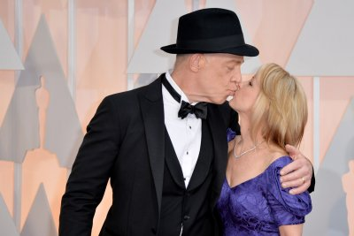 Neil Patrick Harris kicks off Oscars ceremony; J.K. Simmons, Patricia Arquette winners
