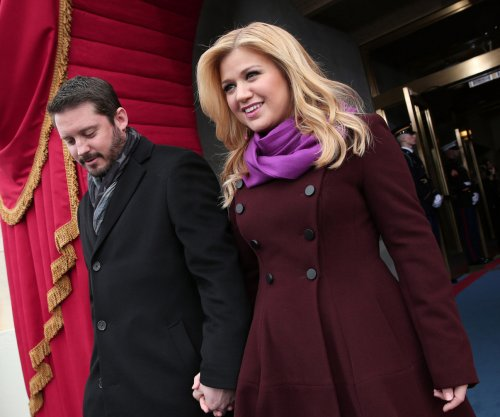 Kelly Clarkson, Brandon Blackstock celebrate third anniversary