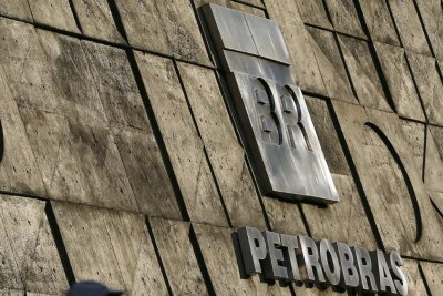 Brazil police arrest 11 amid bribery investigation of oil traders