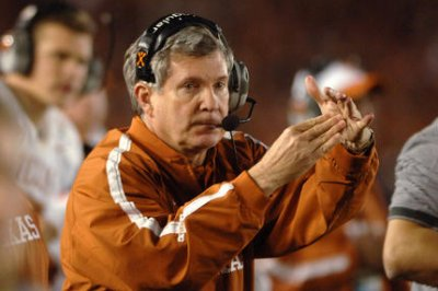 N.C. coach Mack Brown has knee replacement performed by former player