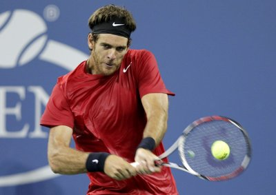 Federer, del Potro advance in Rotterdam