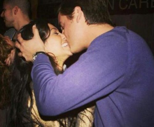 Kourtney Kardashian shares kiss photo with Scott Disick