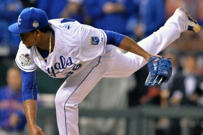 Edinson Volquez prepares to pitch Game 5 after father's death