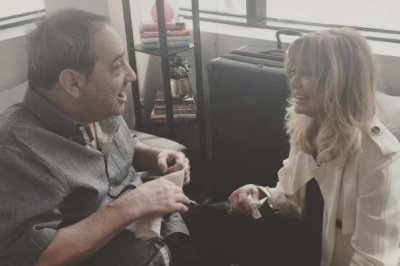 Amy Schumer's dad cries upon meeting Goldie Hawn