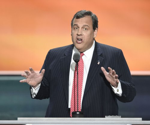 N.J. Gov. Chris Christie faces off with Cubs fan who heckled him