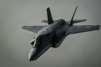 USMC F-35 fighter crashes near U.S.-Mexico border after midair collision