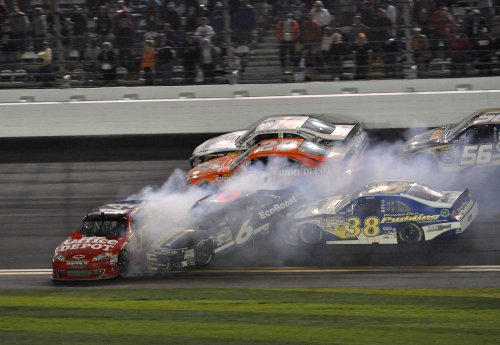 Kenseth wins fire-delayed Daytona 500