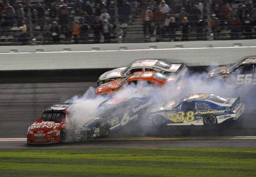 Kenseth wins fire-delayed Daytona 500