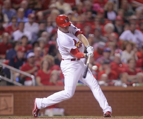 Stephen Piscotty, St. Louis Cardinals cap Cincinnati Reds