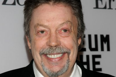 Tim Curry 'unequivocally' supports 'Rocky Horror' remake