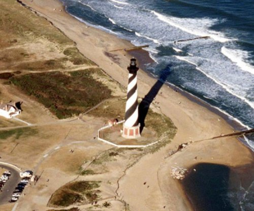 N.C. governor orders two barrier islands evacuated over power outage