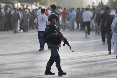Kabul suicide bomber kills 6, wounds 20