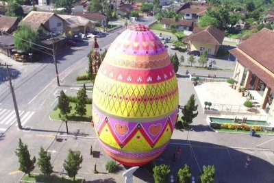 Brazilian town captures record for largest decorated Easter egg