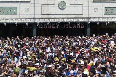 New York, Illinois see big population losses in latest U.S. census data