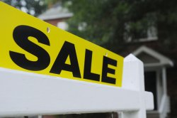 Demand to refinance home loans in U.S. dips to lowest level in over a year
