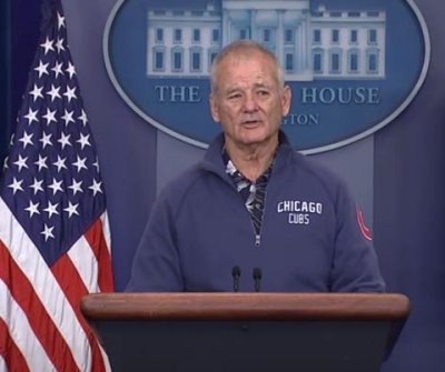 Bill Murray meanders into White House press room in Cubs gear