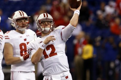 Wisconsin Badgers QB Alex Hornibrook in concussion protocol