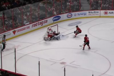 Ottawa Senators goalie Anders Nilsson makes crazy glove save