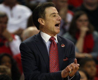 College basketball: Rick Pitino challenges son to matchup in WrestleMania bet