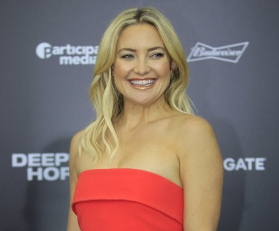 Kate Hudson sings En Vogue's 'Hold On' on 'Tonight Show'