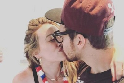 Hilary Duff shows baby bump in new photo with Matthew Koma