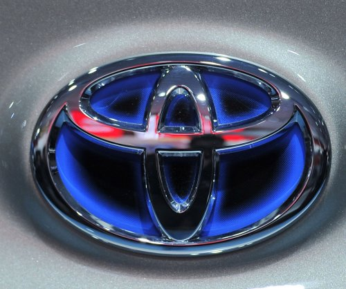 Fiat Chrysler, Toyota add 2.9M vehicles to Takata airbag recall