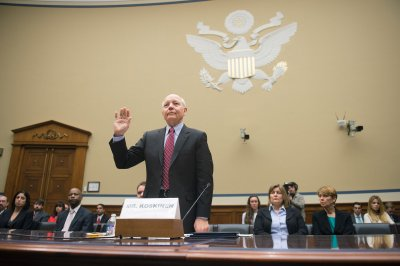 IRS chief refuses to apologize for Lerner email snafu