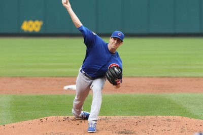 Kyle Hendricks sparkles, earns 14th win for Chicago Cubs