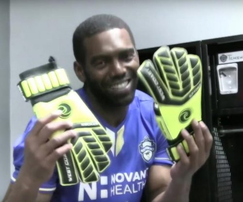 Randy Moss to play goalie for Charlotte soccer team