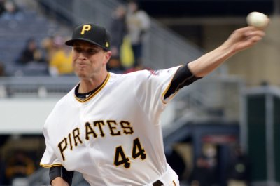 Pittsburgh Pirates send Tony Watson to Los Angeles Dodgers, get Joaquin Benoit from Phillies