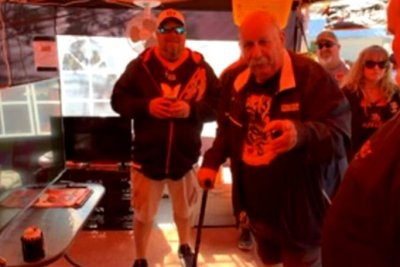 Restaurant owner living on roof until Bengals win a game